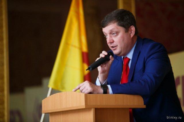 Депутат Госдумы Олег Пахолков пожаловался на рисунок с отсеченной головой на сайте КПРФ