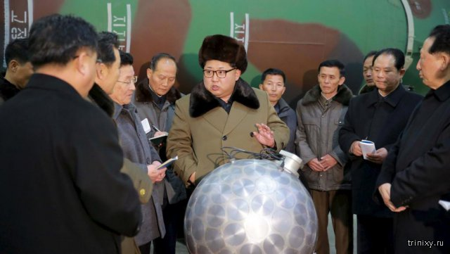 В Сети публикуют фотожабы на фото Ким Чен Ына на полигоне