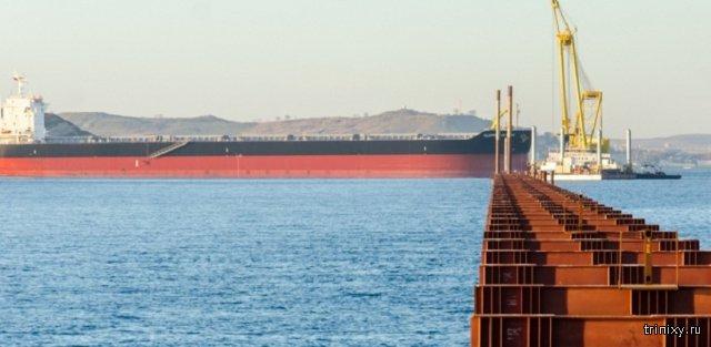 Турецкое судно протаранило строящийся мост в Керченском проливе