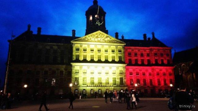 Всемирно известные достопримечательности подсветили в цвета бельгийского флага