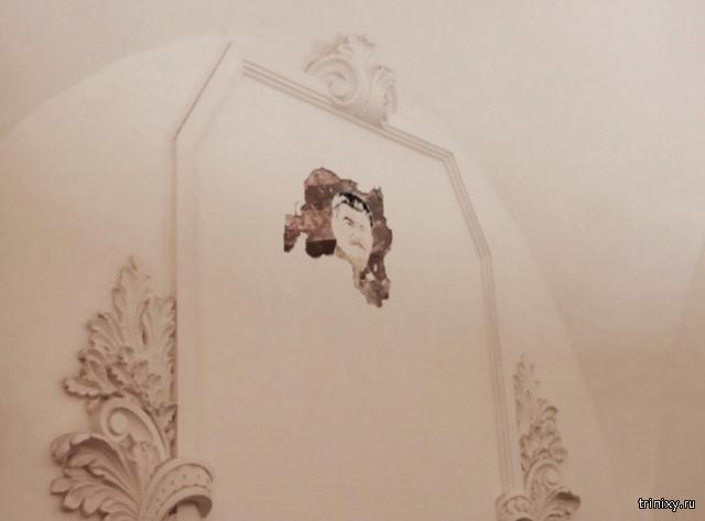 В московском метро под обвалившейся штукатуркой обнаружилось лицо Сталина