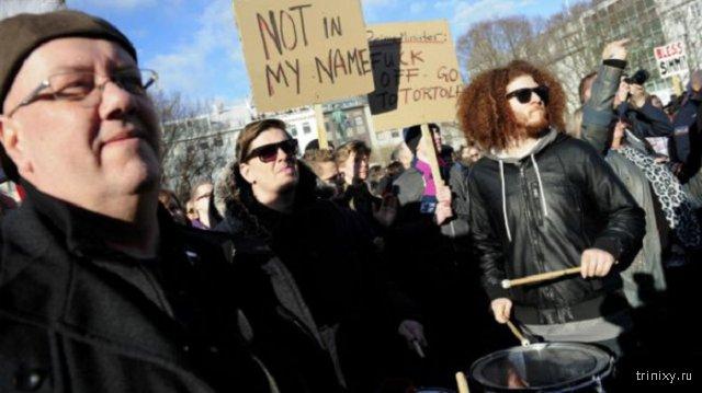 Жители Исландии требуют отставки премьер-министра Сигмюндюра Гюннлейгссона