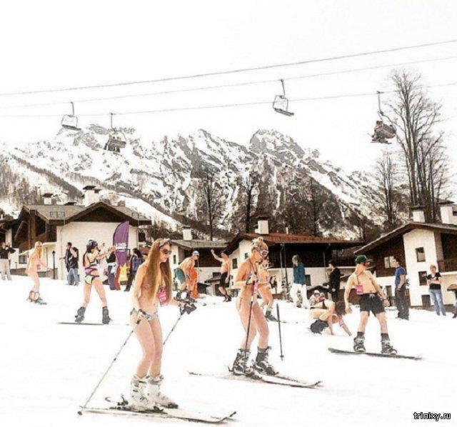 В Сочи установлен рекорд по спуску на лыжах в купальниках