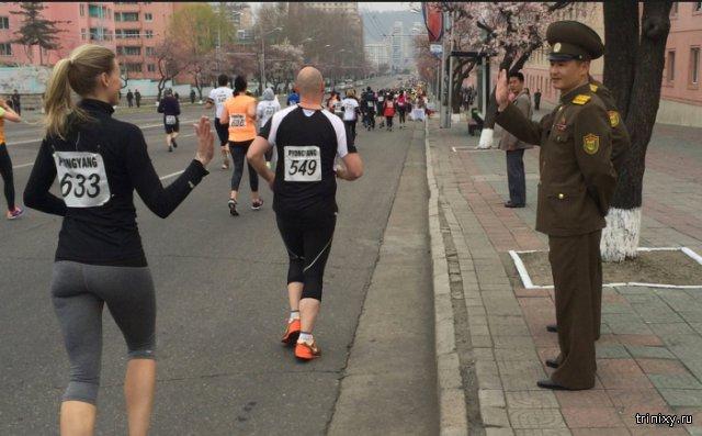 Иностранные спортсмены приняли участие в международном марафоне в столице КНДР