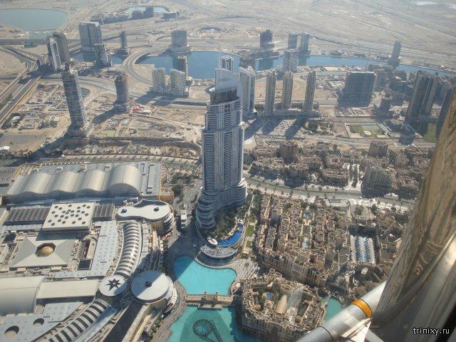 Бурдж Халифа - самый высокий небоскреб в мире, располагающийся в Дубае, Объединенные Арабские Эмират
