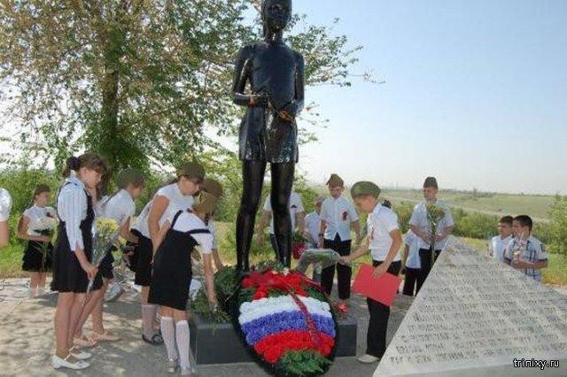 Памятник под Волгоградом, посвященный девочке Миле