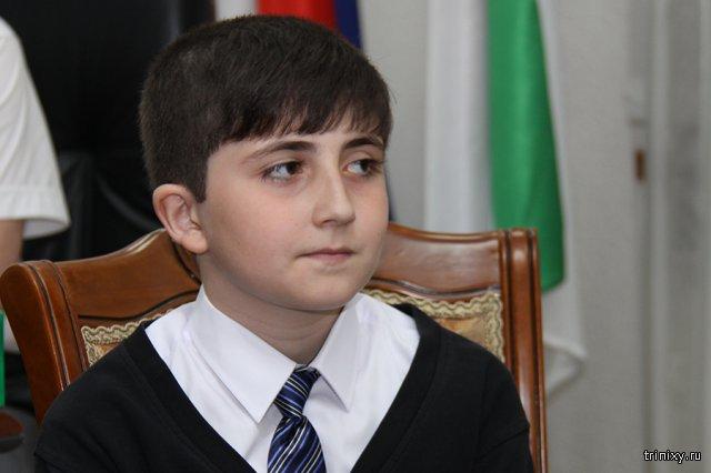 Мальчик, приславший Путину 3000 рублей, получил в подарок планшет и велосипед