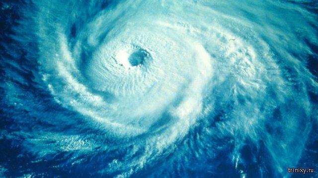 Тропические ураганы в Тихом и Атлантическом океане с орбиты.