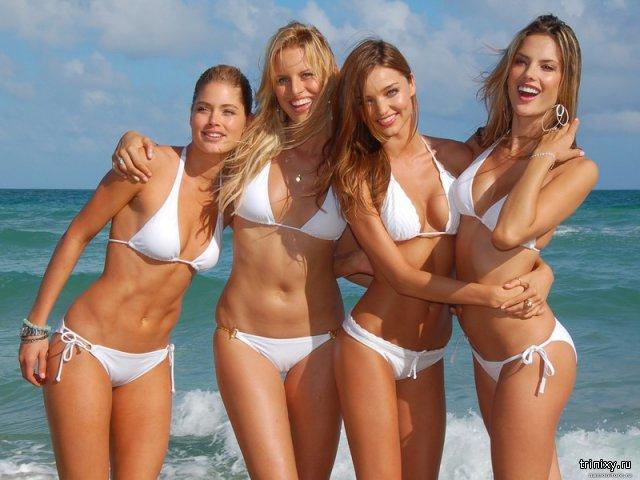 10 фото девушек в купальниках
