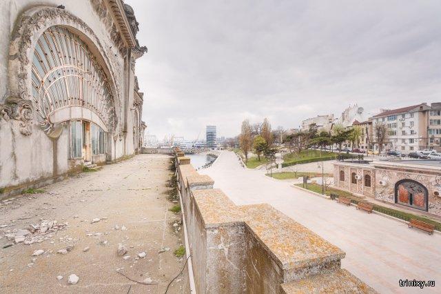 Заброшенное казино на берегу Черного моря