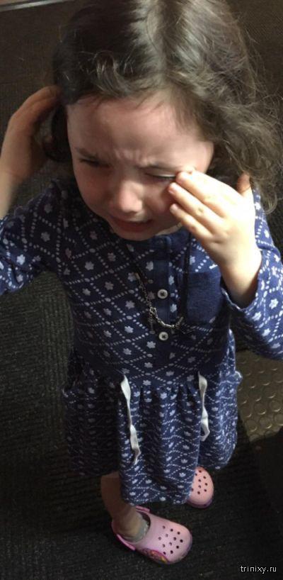 Робот обидел маленькую девочку