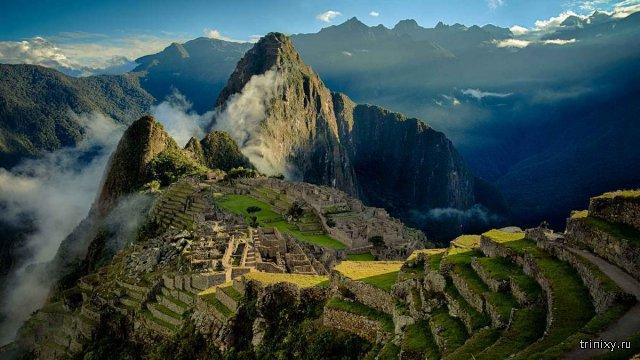 Таинственный город инков Мачу-Пикчу на горном хребте Анд