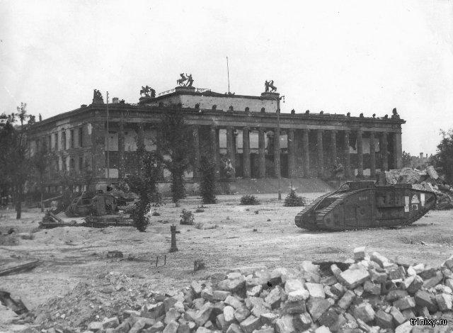 Советские танки на улицах Берлина в 1945 году