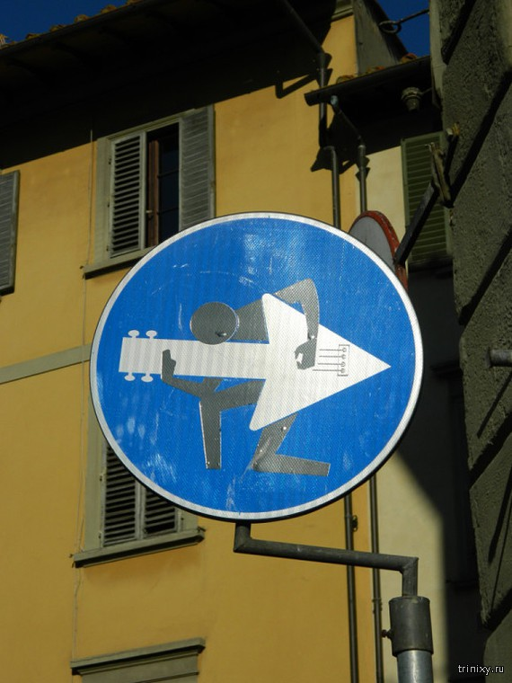 Креативные дорожные знаки во Флоренции