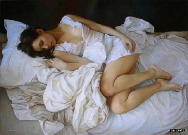 На первый взгляд, это - фото спящей полуобнаженной красавицы