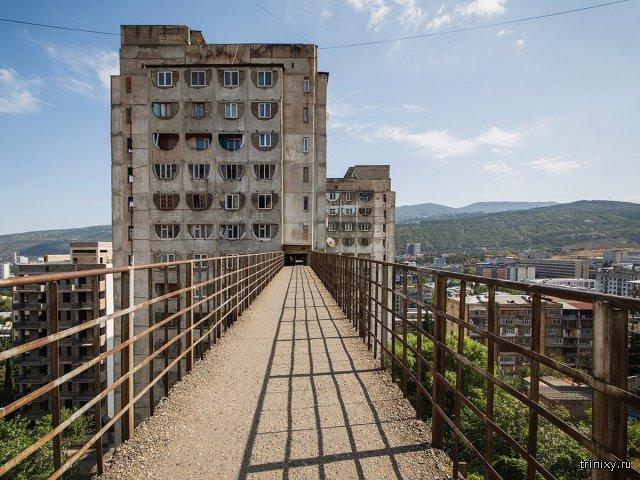 Необычные здания времен СССР с надземным сообщением