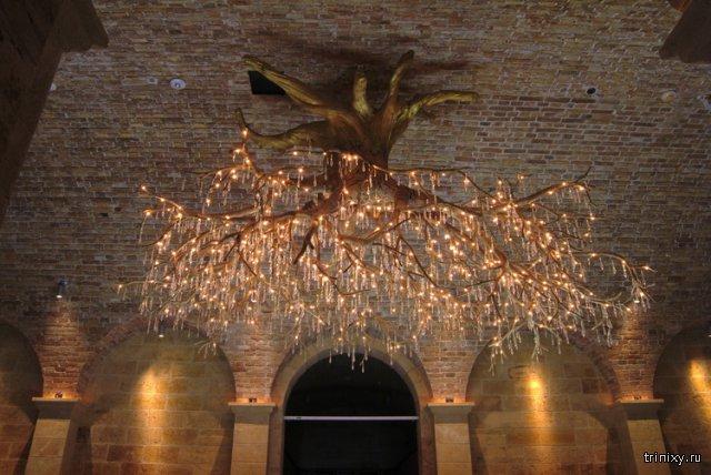 Удивительный потолочный светильник в виде дерева