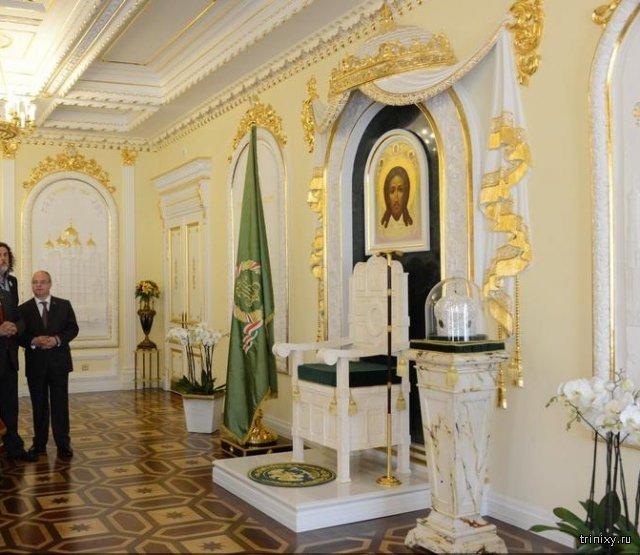 Недавно построенная скромная резиденция митрополита Омского