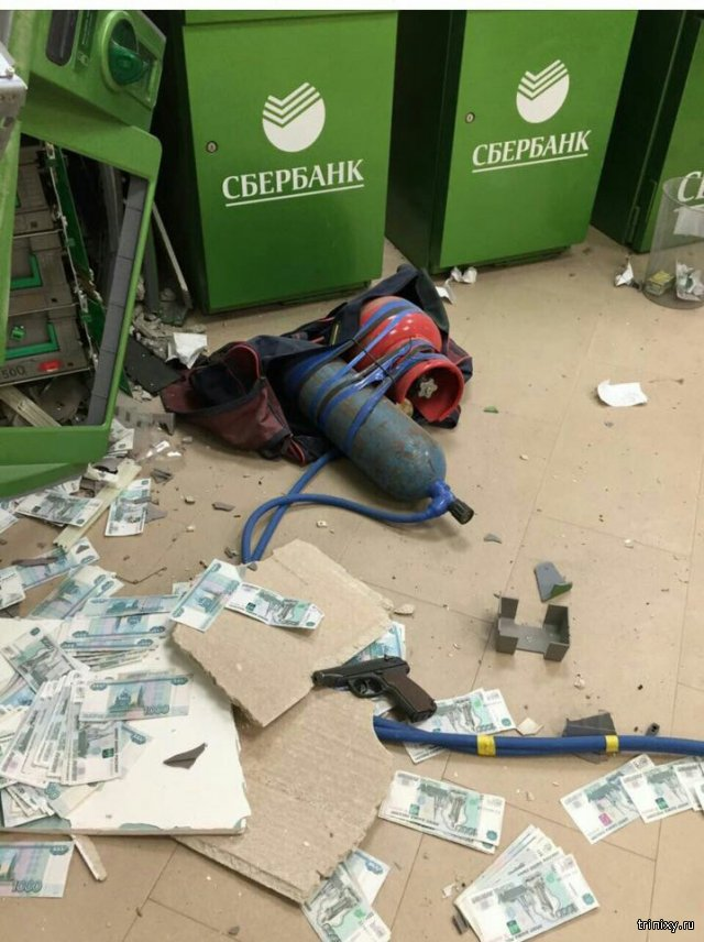 Злоумышленники взорвали банкомат в астраханском банке
