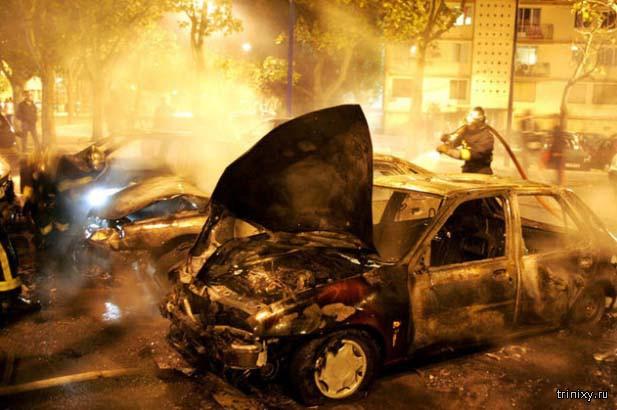 Неизвестные поджигатели машин - теперь уже и на улицах Москвы