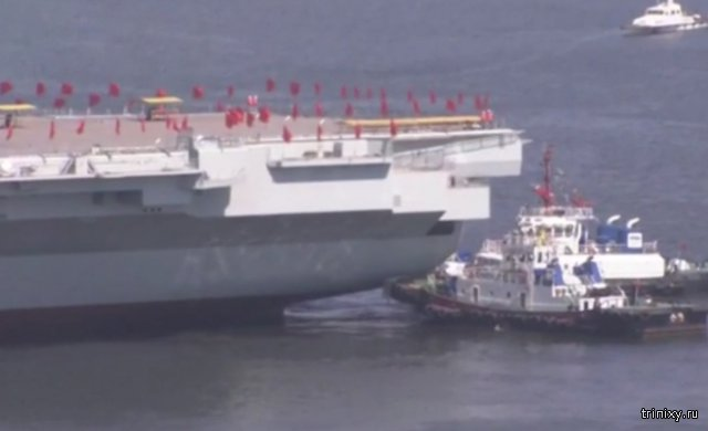 Китайцы спустили на воду авианосец собственного производства