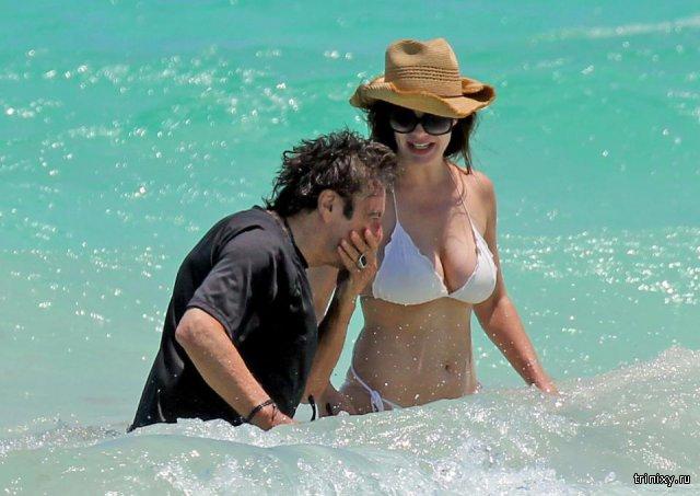 Аль Пачино со своей возлюбленной Люсией Сола, которая на 39 лет его моложе