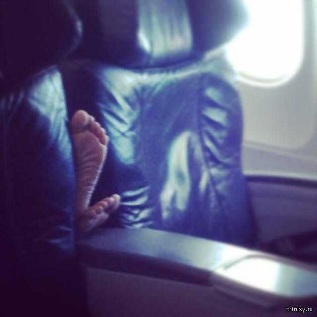 Экс-стюардесса поделилась фото самых отвратительных пассажиров самолетов