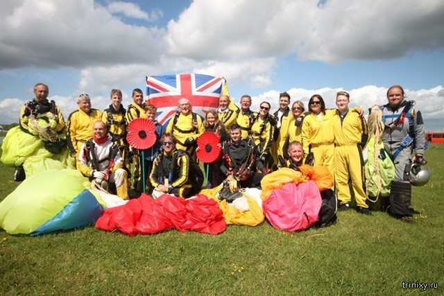 4 поколения британской семьи во главе со 101-летним ветераном прыгнули с парашютом с высоты 4 500 м