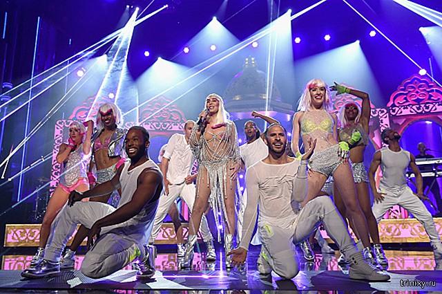 Легендарная Шер поразила всех шикарными формами на премии Billboard Music Awards