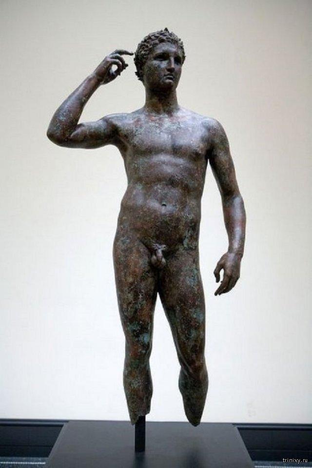 Почему у древнегреческих скульптур маленький половой орган?