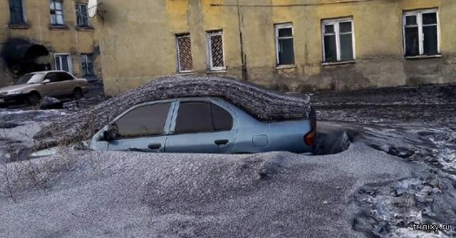 В Кемеровской области выпал черный снег