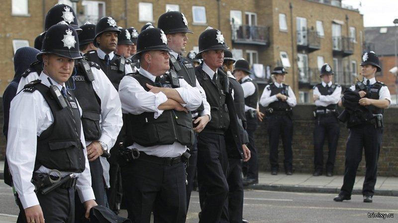 Как еще можно использовать шлем полицейского в Англии?