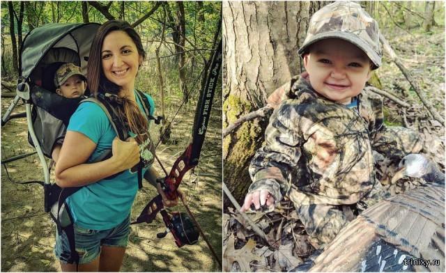 Любительница охоты с луком берет с собой маленькую дочь.