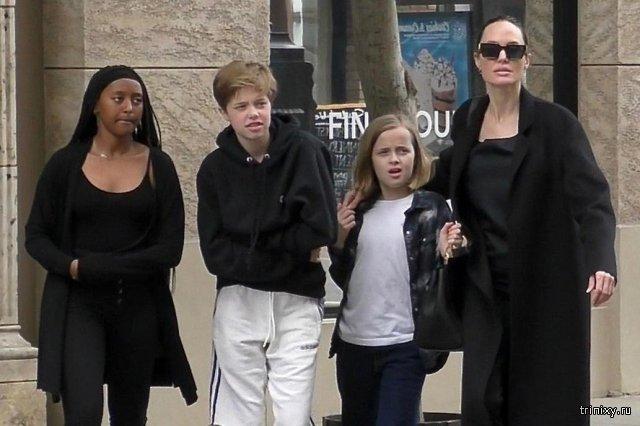 13-летняя дочь Анджелины Джоли готовится к смене пола