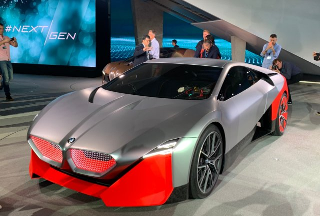 BMW показал концепт беспилотного автомобиля M Next