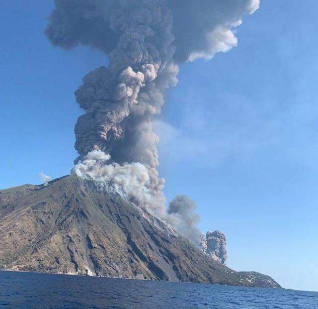 В Италии пробудился вулкан Стромболии
