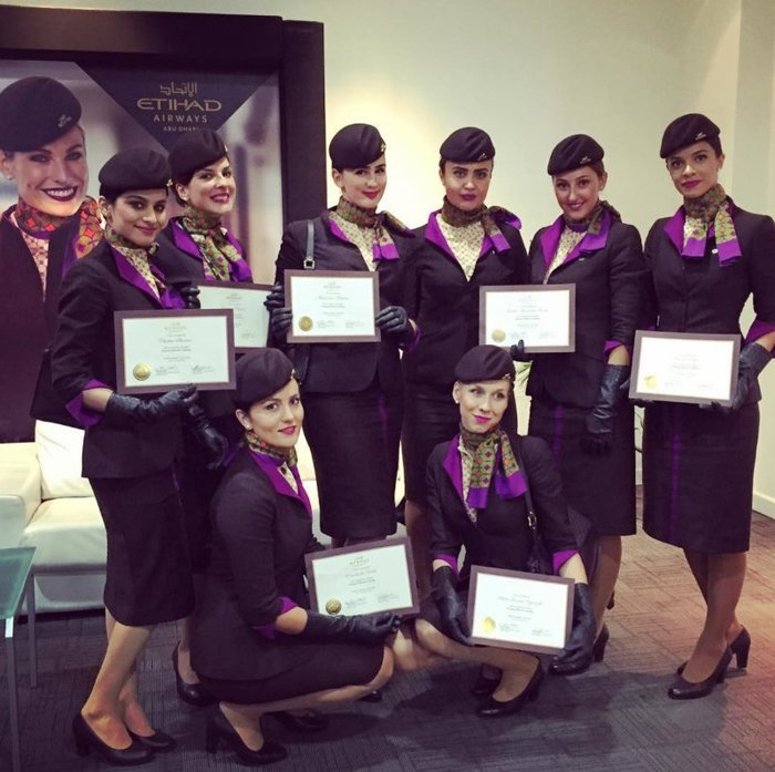 Наряды стюардесс разных авиакомпаний мира