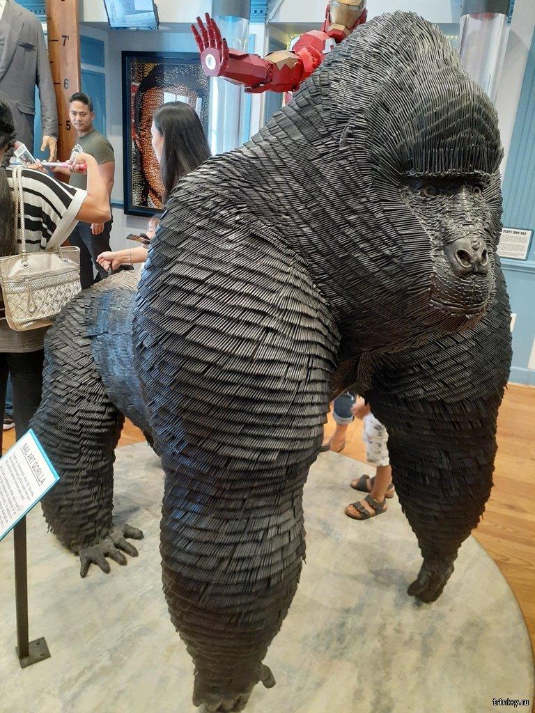 Эта горилла сделана из гвоздей