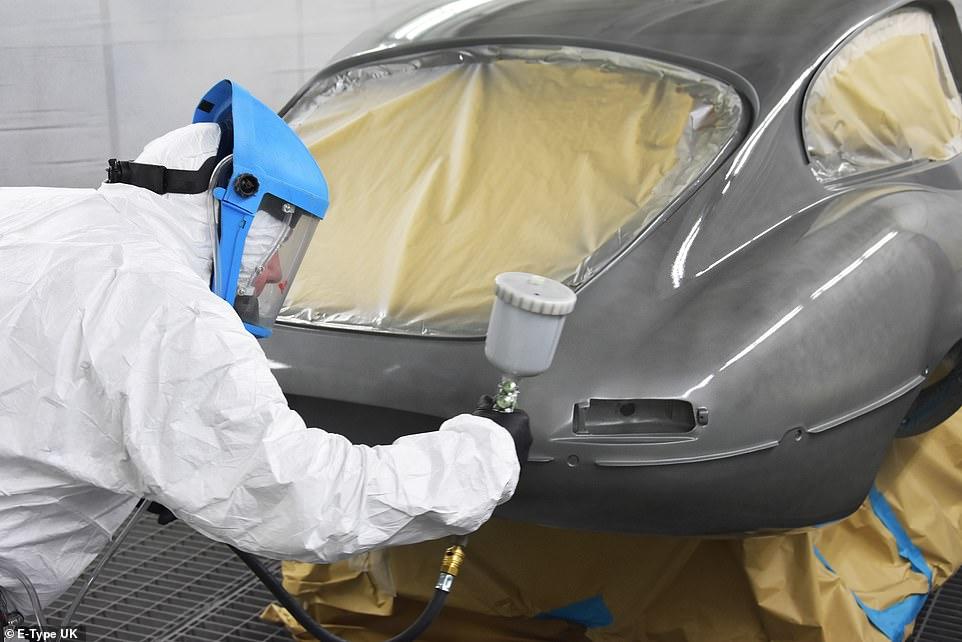 Возрождение винтажного Jaguar, который 30 лет гнил в зарослях