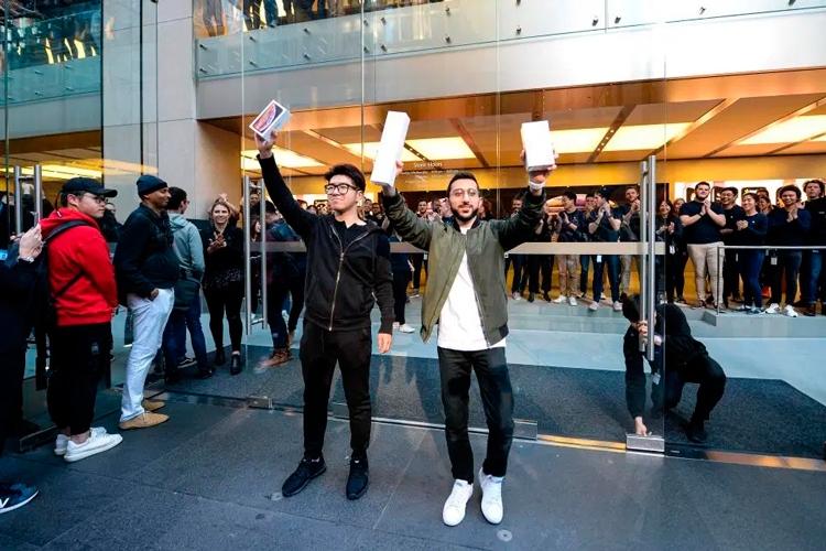 За место в очереди за iPhone 11 просят до 500 000 рублей
