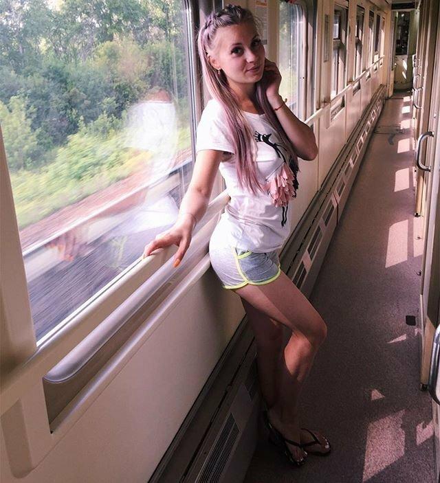 Симпатичные попутчицы в вагонах поездов