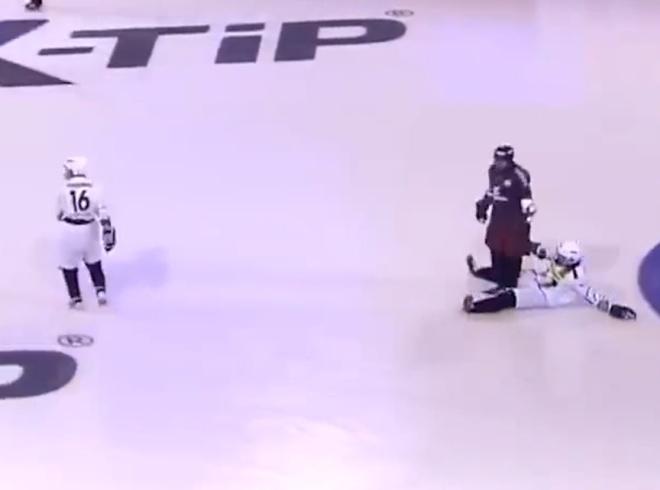 Интересный вид спорта: футбол на льду