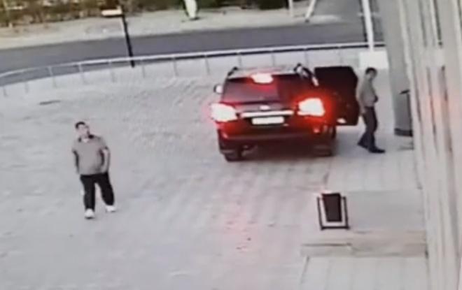 Нельзя ездить по тротуару — можно и под землю провалиться