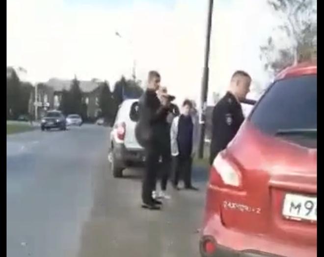Очередная гражданка СССР спорит с полицейскими