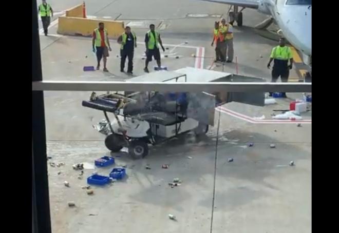 Взбесившаяся техника в аэропорту