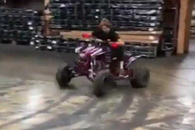 Скучно на работе? Устройте заезд на квадроцикле!
