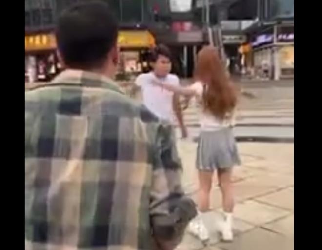 Парень решил спасти девушку, но что-то пошло не так