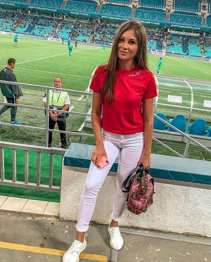 Очаровательные болельщицы на российских стадионах