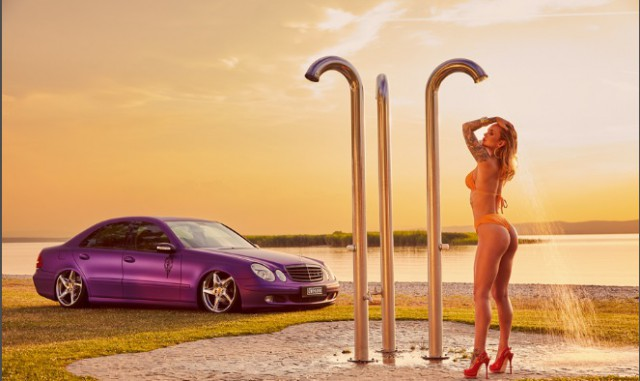 «Мисс тюнинг-2020»: красивая блондинка сфотографировалась для ежегодного календаря