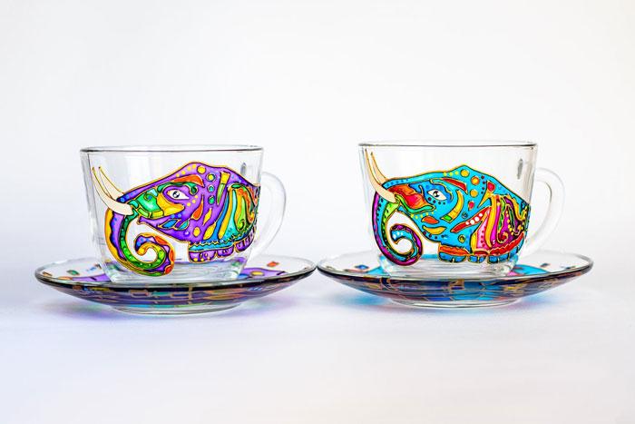 Художница из Украины волшебно расписывает стеклянную посуду